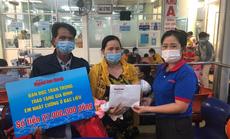Nhói lòng nước mắt người mẹ ở Bệnh viện Nhi Đồng 1