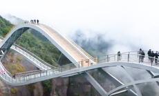"""Độc đáo cây cầu """"xoắn quẩy"""" DNA thu hút hàng triệu lượt khách mỗi năm"""