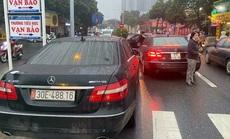 Vụ 2 xe sang Mercedes E300 mang trùng biển số: Lộ đường dây mua bán xe không giấy tờ