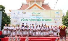 """Caravan """"Vượt sóng Côn Sơn"""" tặng xe đạp, học bổng cho hàng trăm học sinh nghèo"""