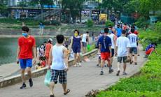 Cận cảnh hàng trăm người dân phớt lờ lệnh cấm vẫn ra công viên tập dục