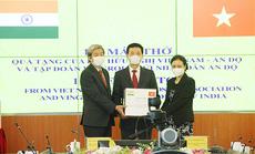 Bộ trưởng Nguyễn Mạnh Hùng trao tặng 100 máy thở cho Ấn Độ