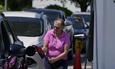 Nhà Trắng kêu gọi người dân không tích trữ xăng dầu