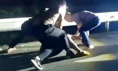CLIP: Cảnh sát nổ súng bắt đối tượng buôn bán ma túy như phim hành động