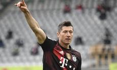 Lewandowski san bằng kỷ lục ghi bàn của huyền thoại Gerd Muller