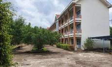 Trường cấp 3 khang trang bị bỏ hoang ở tỉnh nghèo