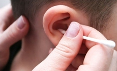 Thực hư chuyện trẻ nhỏ không cần ngoáy tai?