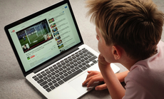 Con lên YouTube khi ở nhà tránh dịch, giám sát sao để con an toàn?