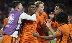 """""""Cơn lốc màu da cam"""" Hà Lan thắng kịch tính ngày ra quân Euro 2020"""