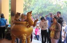 TP HCM: Người dân tấp nập đến chùa dịp Vu Lan