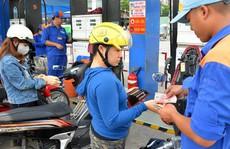 Khó kìm giá xăng dầu!