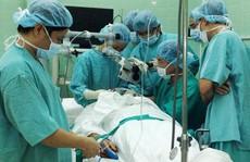 Lấy ra từ tai bệnh nhân 80 con dòi