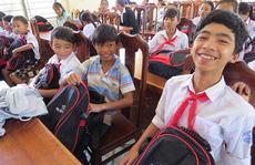 Tiếp sức học sinh nghèo Quảng Nam đến trường