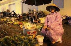 """Dân mạng dậy sóng vụ """"hôi tiền"""" của chị bán rau"""