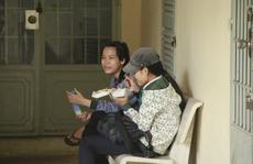 Bữa trưa vội vã của thí sinh nghèo