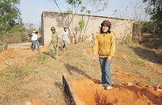 Đào mồ mả để chiếm đất, xây nhà trái phép