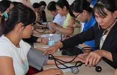 Khám bệnh, phát thuốc miễn phí cho nữ công nhân