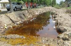 Vụ 500 tấn hóa chất chảy vào kênh: Doanh nghiệp lại lần khân