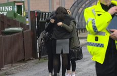 Trường học sập tường đè chết nữ sinh