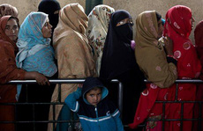Cô gái Pakistan bị cưỡng hiếp tập thể và treo xác trên cây