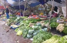 Cả xe rau của nông dân không mua nổi 1 cân thịt bò ngày Tết