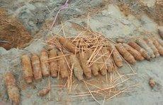 Đào móng xây hàng rào, tá hỏa phát hiện kho đạn pháo
