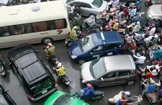 Sướng - khổ khi lái ô tô ở Việt Nam