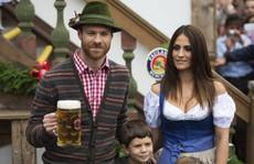 Sao Bayern Munich cùng vợ đẹp nô nức dự lễ hội bia