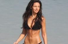 """Michelle Keegan """"nóng bỏng"""" nhất trên bãi biển"""