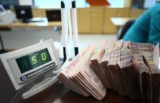 Ngân hàng đồng loạt cắt giảm lương, thưởng, lợi nhuận... vì Covid-19