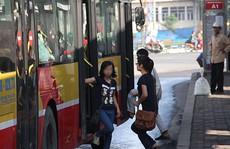 Tranh cãi nảy lửa quanh xe buýt chống 'dê xồm'