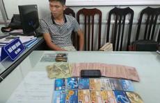 Bắt người Trung Quốc in thẻ ATM giả rút hơn 100 triệu đồng