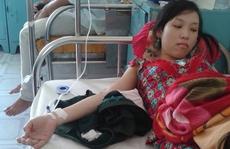 Hai nữ sinh viên bị rắn lục đuôi đỏ cắn