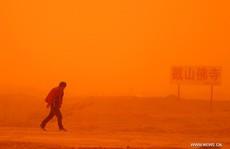 Trung Quốc: Thành phố đỏ ối khi bão cát kinh hoàng tấn công