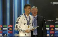 Ronaldo ca ngợi thầy cũ Ferguson sau khi đoạt Siêu cúp
