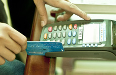 Thu phí cà thẻ ATM sẽ bị phạt nặng