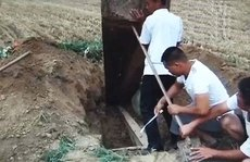 Mua xác chết, 2 quan chức Trung Quốc bị bắt
