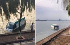 """Hà Nội: Xe dán nhãn Bưu chính Viettel """"bơi"""" trên Hồ Tây"""