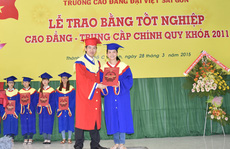 494 SV CĐ Đại Việt Sài Gòn nhận bằng tốt nghiệp