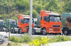 Xe tải Trung Quốc gắn còi hơi ồ ạt thông quan