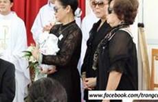 Khánh Ly làm lễ 100 ngày mất của chồng ở TP HCM