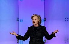 Bà Clinton bị tai tiếng trước tranh cử