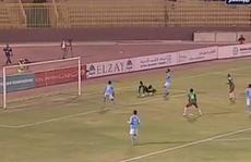 Xem pha ngả người đốt lưới nhà hiếm thấy của thủ môn