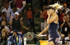 Clip Djokovic vất vả, sao nữ 'rụng' sớm ở Rome Open
