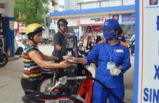 Giá xăng giảm mạnh 1.198 đồng/lít từ 15 giờ