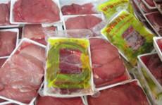 """Tiêu hủy thịt heo, xúc xích """"xách tay"""" từ Trung Quốc để tránh dịch bệnh"""