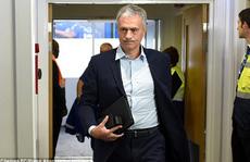 Sốc: M.U chính thức sa thải HLV Mourinho