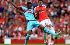 """Arsenal: Trở lại mặt đất với """"cái tát"""" từ West Ham"""
