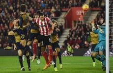 Thua sốc Southampton, Arsenal lỡ cơ hội lên ngôi đầu