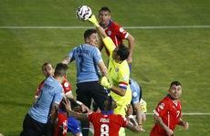 Mưa thẻ đỏ, Chile hạ gục đương kim vô địch Uruguay